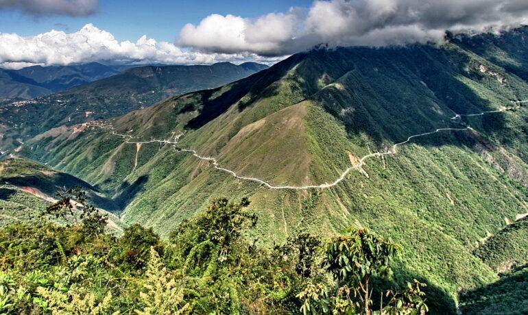 Дорога смерти, расположенная в Боливии