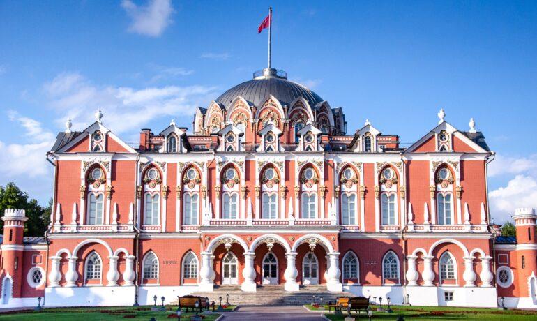 Интересные факты о Петровском путевом дворце в Москве