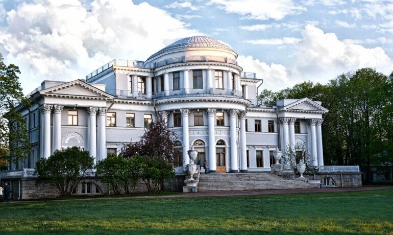 Главная туристическая достопримечательность Санкт-Петербурга - Елагин дворец