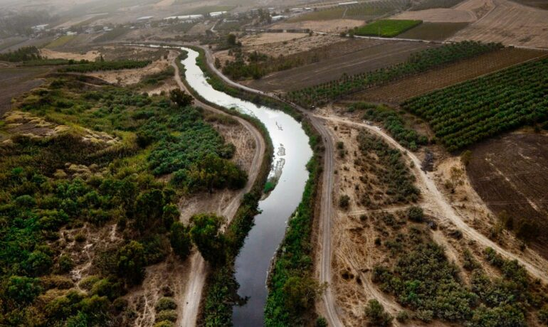 Священная река Иордан в юго-западной Азии