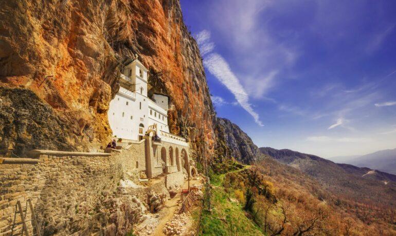 Невероятный монастырь Острог в Черногории