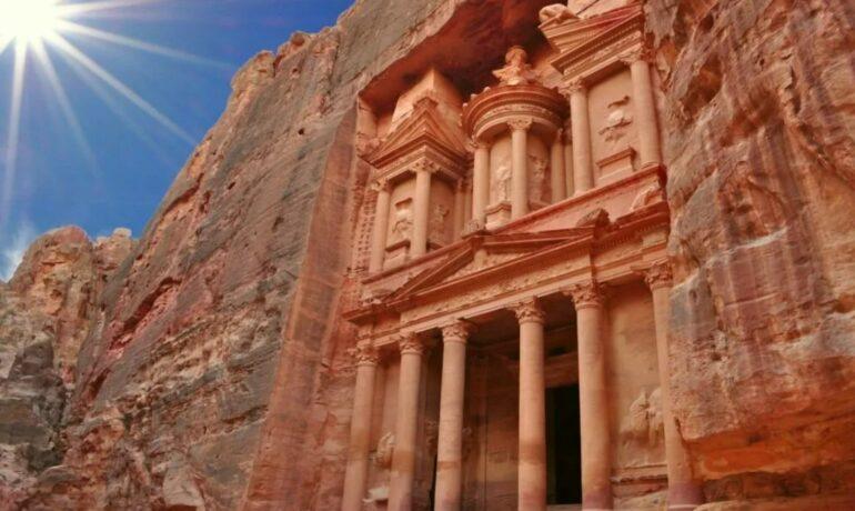 Петра: древний город и впечатляющая достопримечательность Иордании