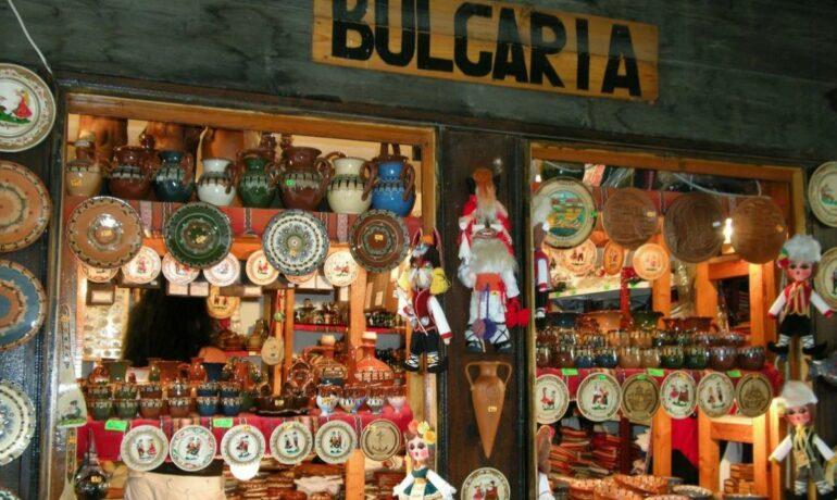 Какие сувениры привезти из Болгарии