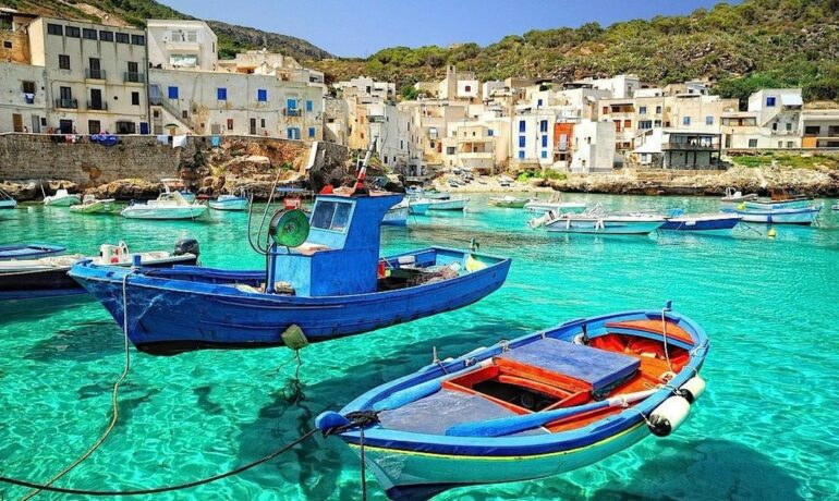 Семнадцать великолепных курортных островов в средиземном море