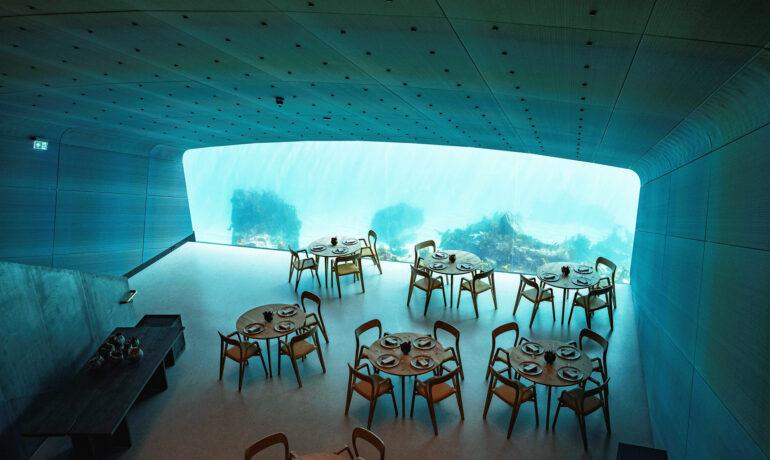 Оригинальный подводный ресторан в Норвегии
