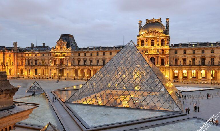 Дворец королей. Известный музей Лувр, Франция