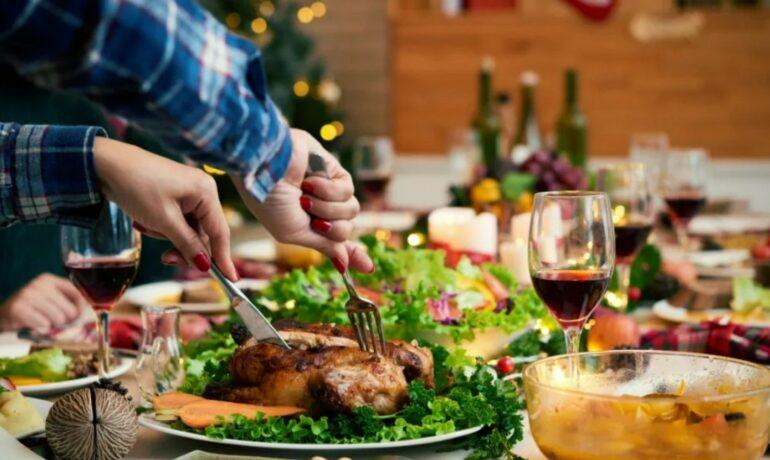 Как правильно питаться в праздники, чтобы не переедать и не набирать вес