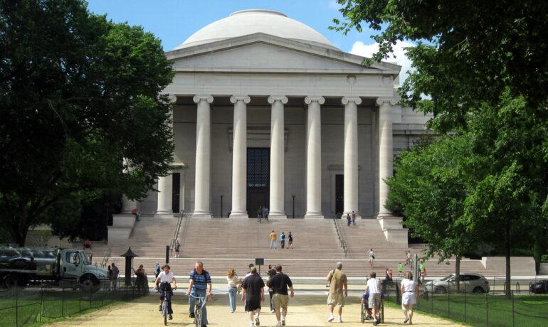 Топ 15 музеев мира с большой посещаемостью
