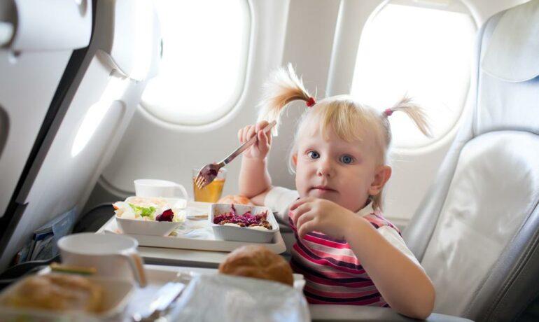 Подготовка к полету на самолете с ребёнком от 6 месяцев до года.