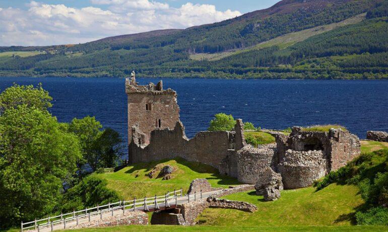 Шотландское озеро - Лохнесс. На первый взгляд