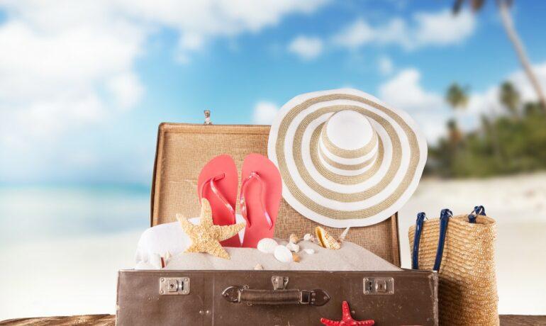 ТОП-10 подарков для пляжа близким
