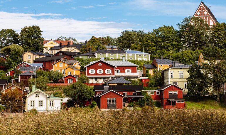 Новогодние туры в Порвоо: почему так популярна у туристов эта жемчужина Финляндии
