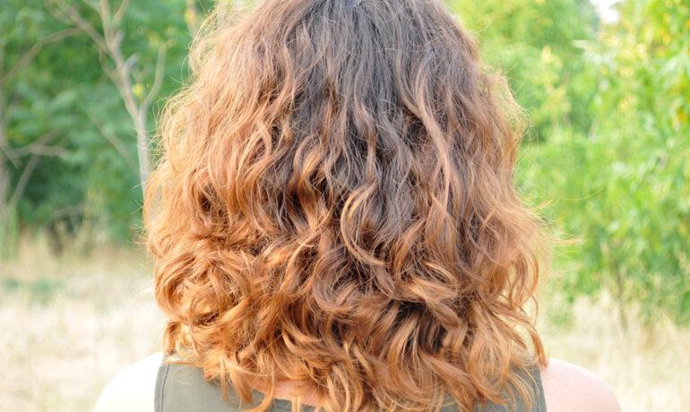 Как сделать вьющиеся волосы упругими, сияющими.