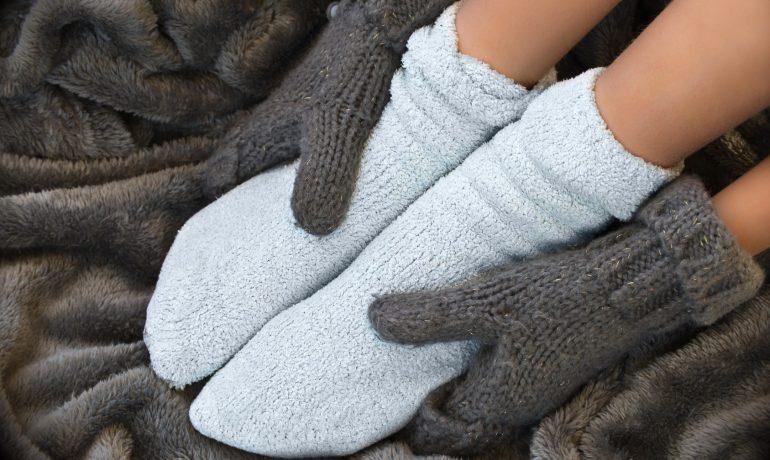Холодные руки и ноги: причины и лечение