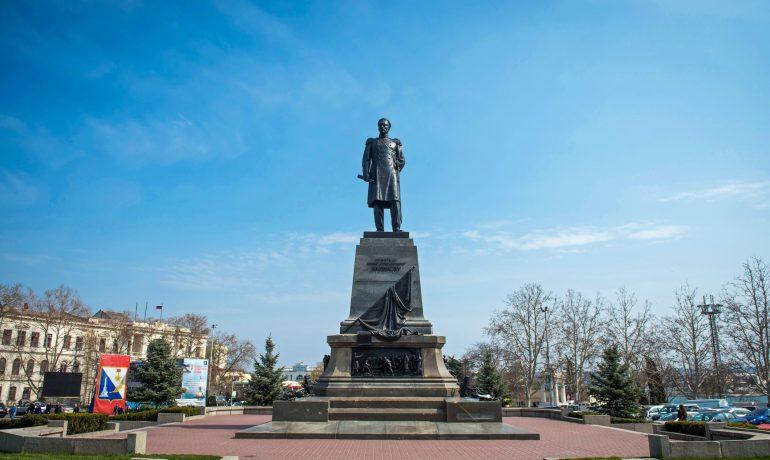 Памятник адмиралу на площади Нахимова, Севастополь