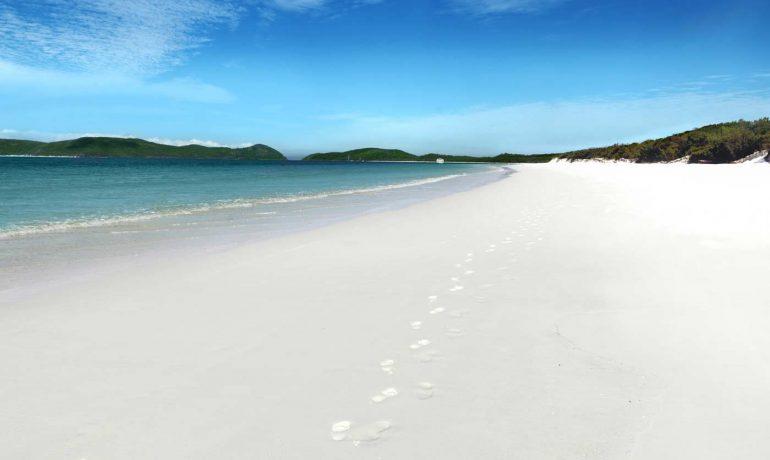 Пляжи почти всех цветов радуги: от красного до фиолетового побережья