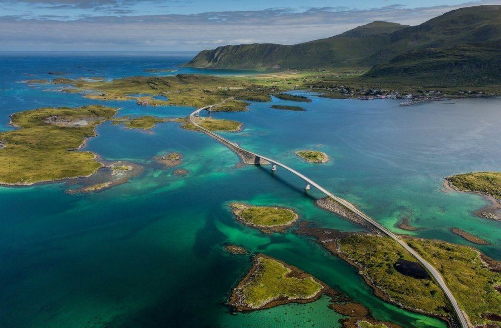 Крутые виражи с морскими панорамами: ТОП-9 живописных прибрежных трасс мира