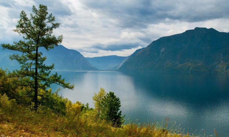 Телецкое озеро, горный Алтай, Россия