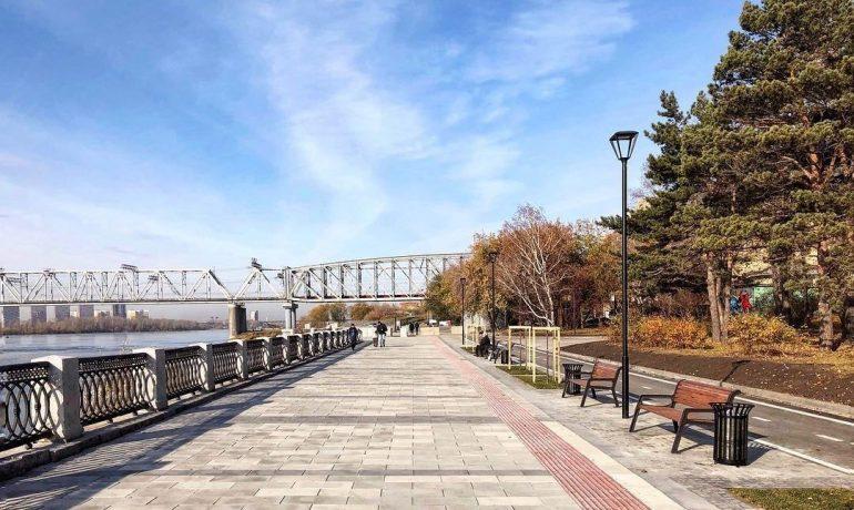 Парк на Михайловской набережной Новосибирска