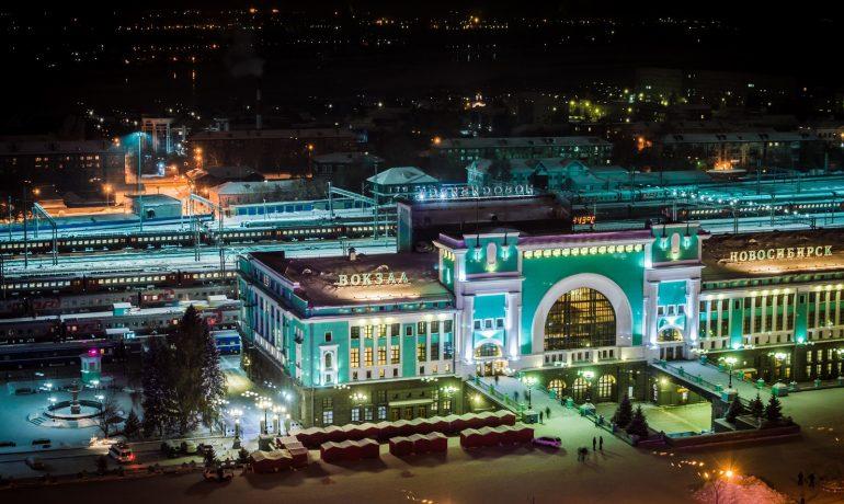 Вокзал «Новосибирск-главный», похожий на паровоз