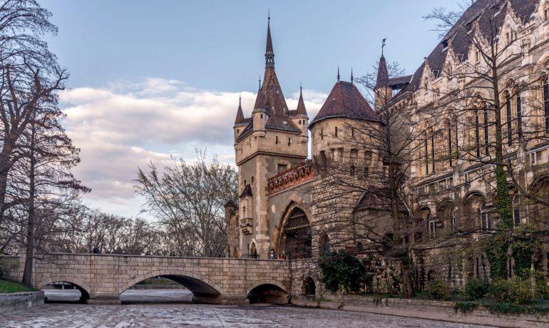 Необычный памятник Будапешта - замок Вайдахуняд, Венгрия