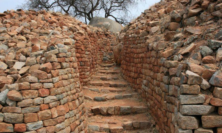 Национальный памятник «Руины Кхами» в Зимбабве