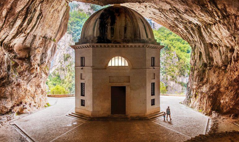 Храм Валадье. Посетите храм, спрятанный в скале