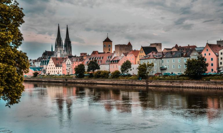 Регенсбург в Германии: архитектура и лучшие колбасные изделия