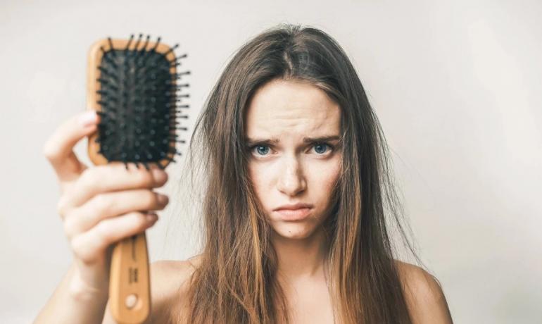 Как остановить выпадение волос: правильный уход и добавки