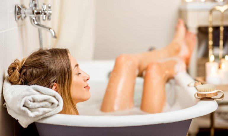 Как ухаживать за кожей во время купания