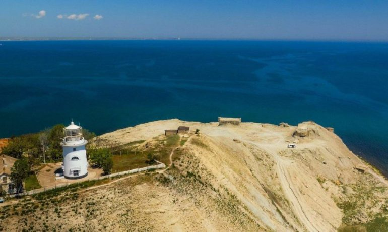 Достопримечательности Крыма: Ильинский маяк в Феодосии