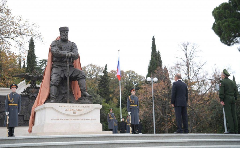 Памятник царю-миротворцу в Ливадии