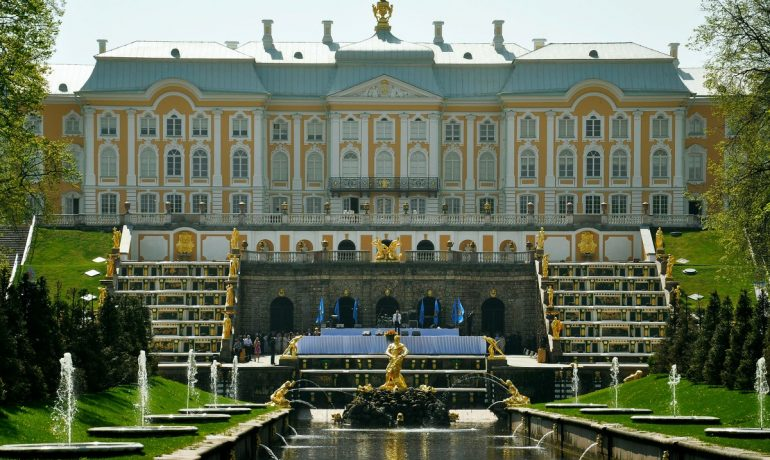 Петергофский дворец - российский Версаль