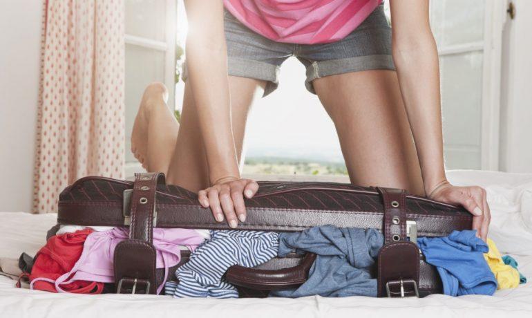 Какую одежду женщине взять с собой в путешествие: составляем оптимальный гардероб