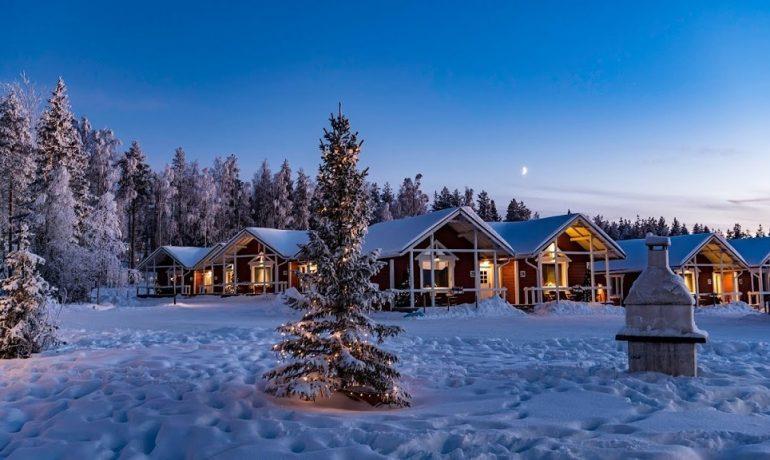 Финляндия - страна,в которой есть деревня Санта Клауса, много оленей и северное сияние