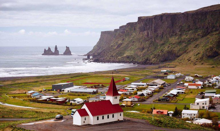 Что изумляет иностранцев в Исландии — стране, где нельзя гулять где попало