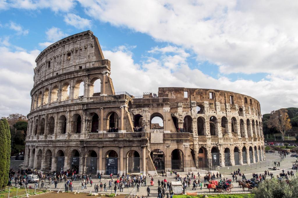 Колизей: колоссальный амфитеатр античного Рима