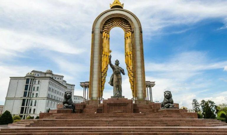 Таджикистан - самая маленькая страна центральной Азии с красивыми горными пейзажами