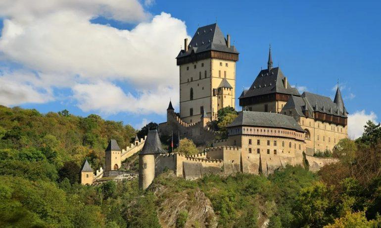 Замок Карлштейн, Чехия в честь отца нации