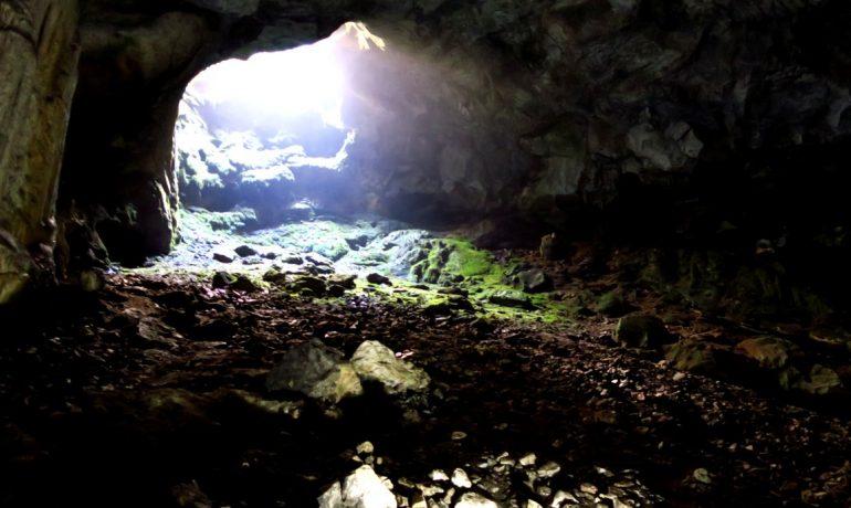 Достопримечательности Крыма: пещера «Бездонный колодец»