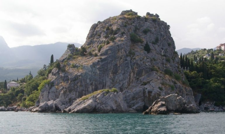 Достопримечательности Крыма: Генуэзская крепость в Гурзуфе