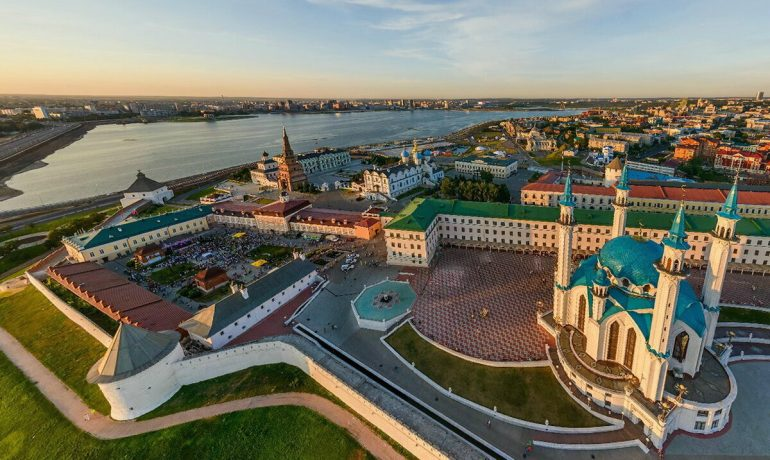 Московский Кремль - главная достопримечательность столицы России