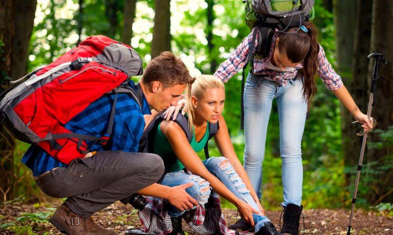 Опасности летнего отдыха для ребенка и первая помощь